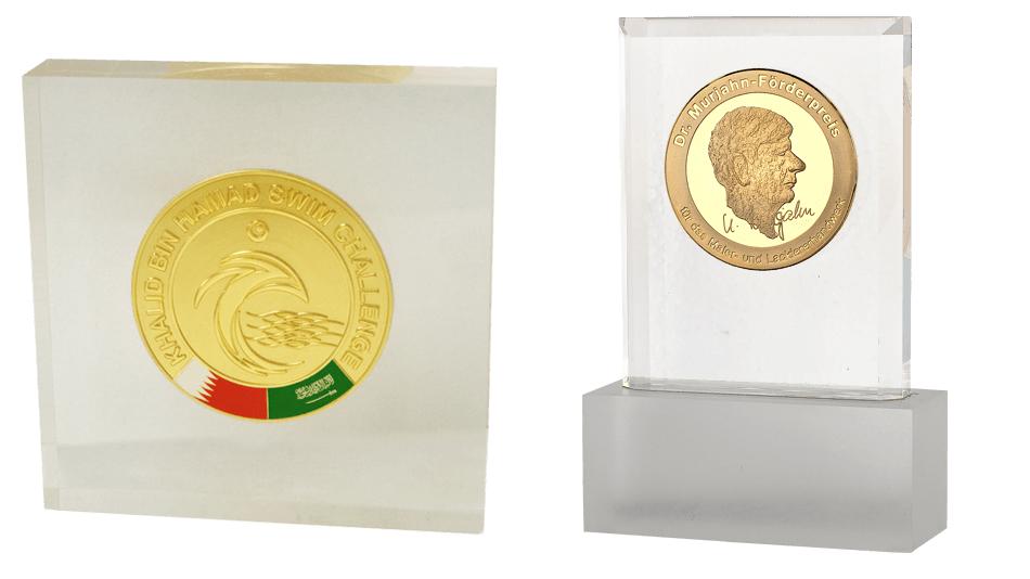 V13 - Münze in durchsichtigem Acryl gegossen